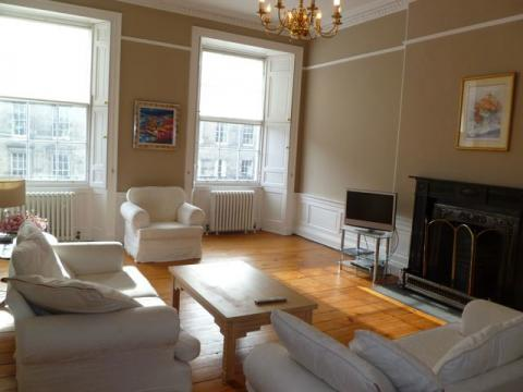 Three bedroom property to let, London Street, New Town