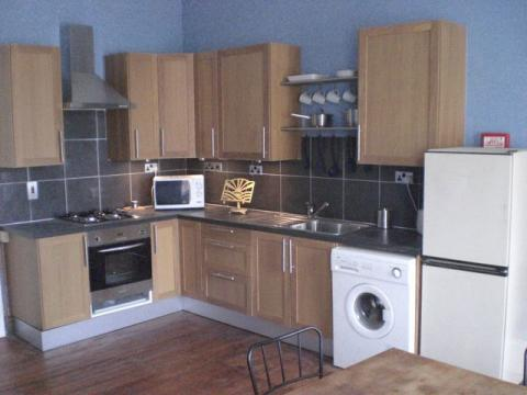 Two bedroom property to let, Huntly Street, Canonmills