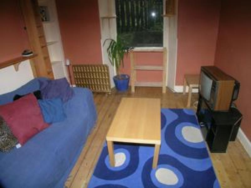 One bedroom property to let, Broughton Road, Canonmills