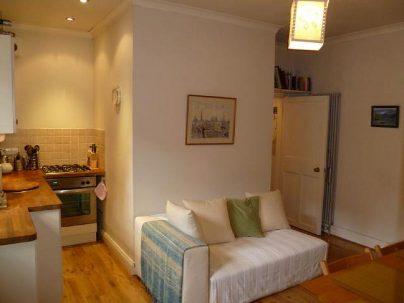 One bedroom property to let, Well Court, Dean Village