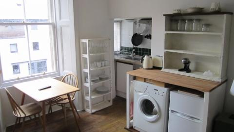 One bedroom property to let, Albert Street, Easter Road