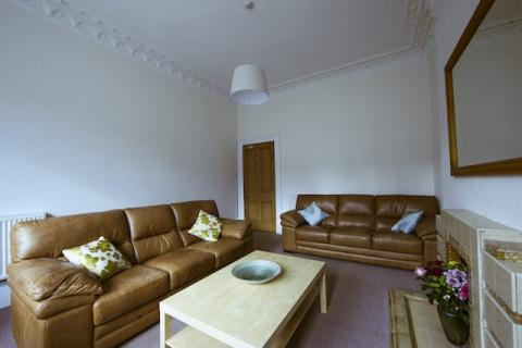 Three bedroom property to let, Elm Row, Central