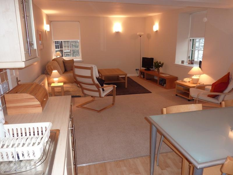 Two bedroom property to let, Constitution Street, Leith