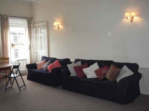 Four bedroom property to let, London St, New Town