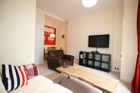 One bedroom property to let, Buchanan Street, Leith Walk