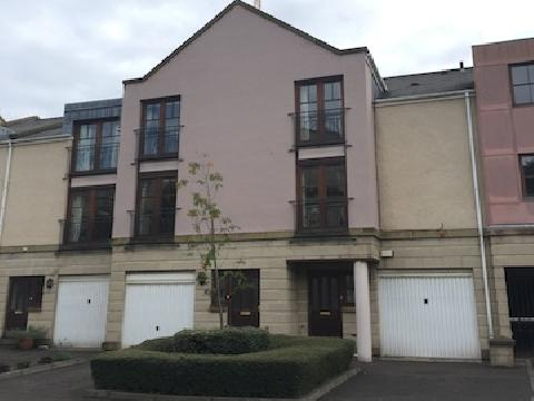 Four bedroom property to let, Huntingdon Place, New Town