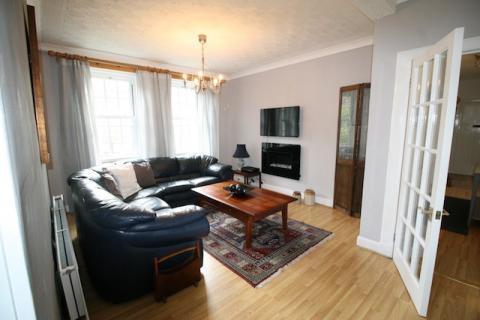 Two bedroom property to let, Barony Street, New Town