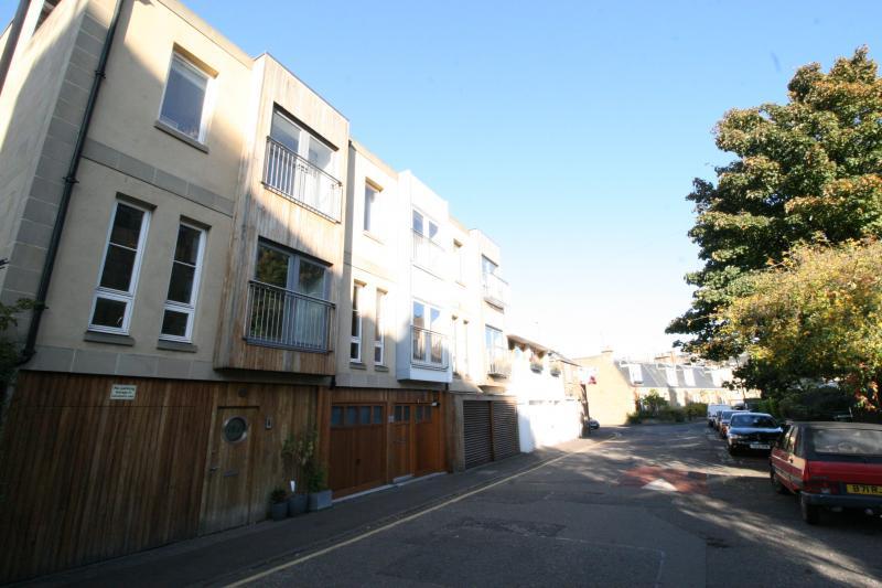 Five bedroom property to let, Upper Gilmore Place, Bruntsfield