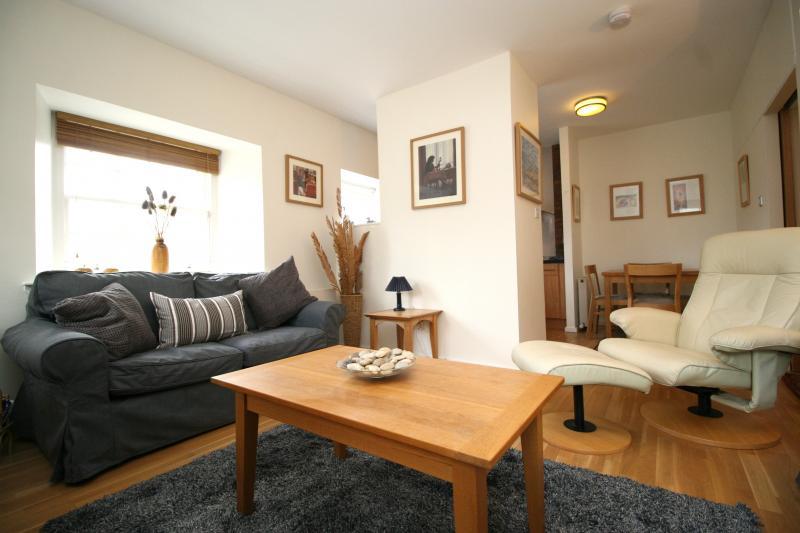 Two bedroom property to let, Davie Street, Newington