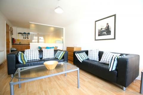 Three bedroom property to let, Henderson Place, New Town