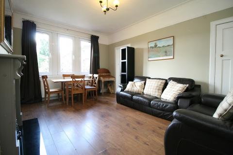 Three bedroom property to let, Comely Bank Road, Stockbridge