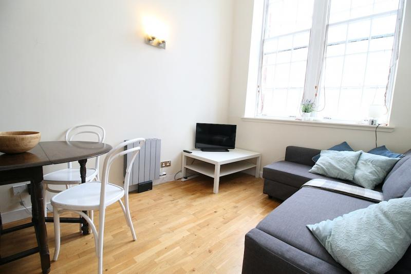 Two bedroom property to let, Drummond Street, Pleasance