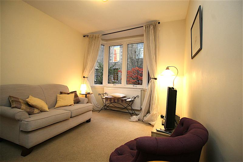 One bedroom property to let, Atholl Crescent Lane, West End