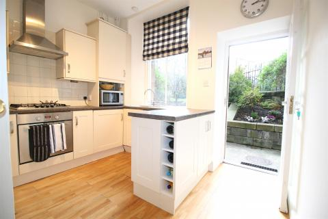 One bedroom property to let, Rosebery Crescent, West End