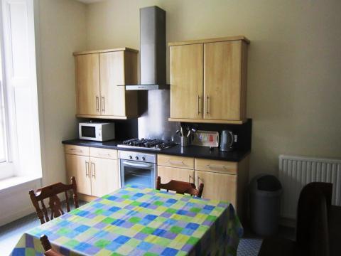 Five bedroom property to let, Lutton Place, Newington