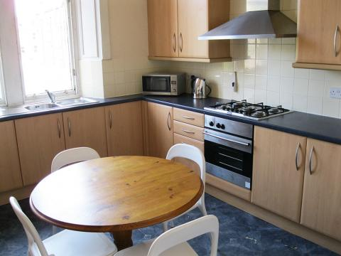 Six bedroom property to let, Maxwell Street, Morningside