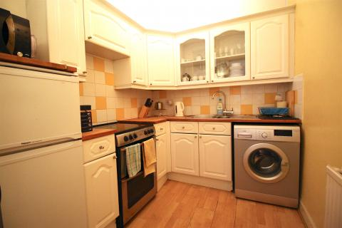 Two bedroom property to let, Montgomery Street, East End