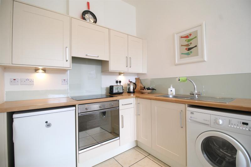 One bedroom property to let, East London Street, New Town