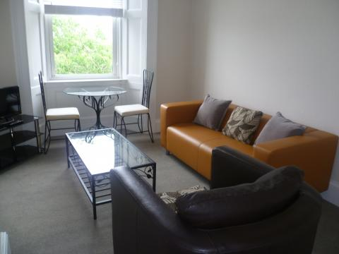 Two bedroom property to let, Upper Grove Place
