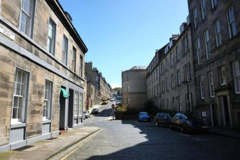Two bedroom property to let, East Broughton Place, New Town