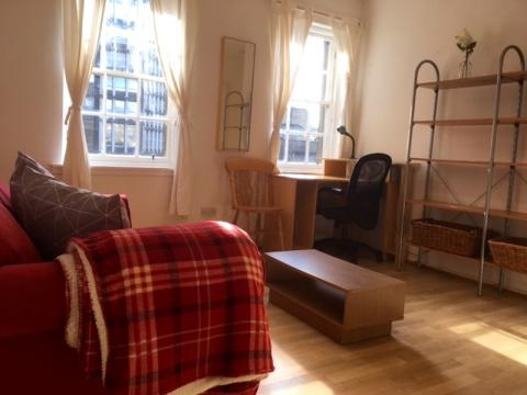 One bedroom property to let, Webstersland, Grassmarket