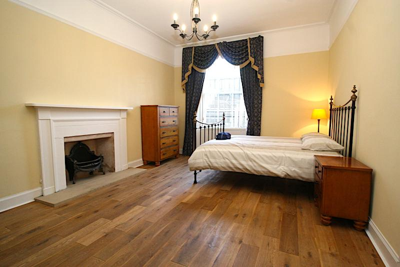 Three bedroom property to let, Bellevue Crescent, New Town