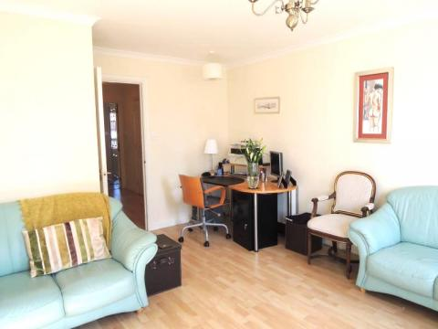 Two bedroom property to let, Fox Street, Leith