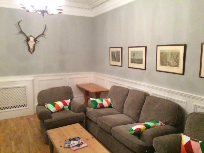 Three bedroom property to let, Scotland Street, New Town