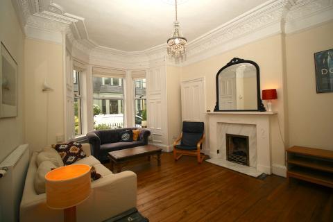 Three bedroom property to let, Cambridge Gardens, Leith