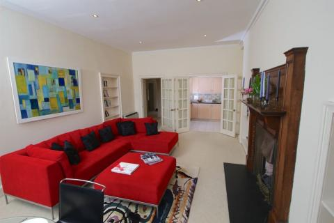 Two bedroom property to let, Great King Street, New Town
