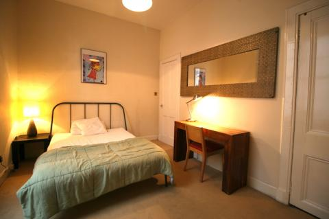 Two bedroom property to let, Cockburn Street, Old Town