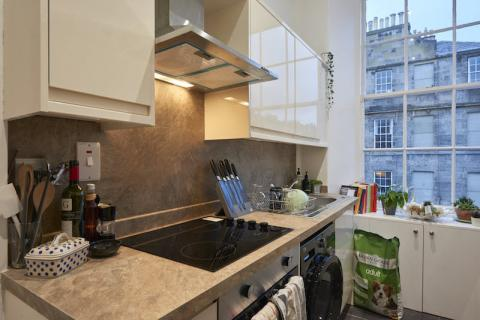 Two bedroom property to let, Howe Street, New Town