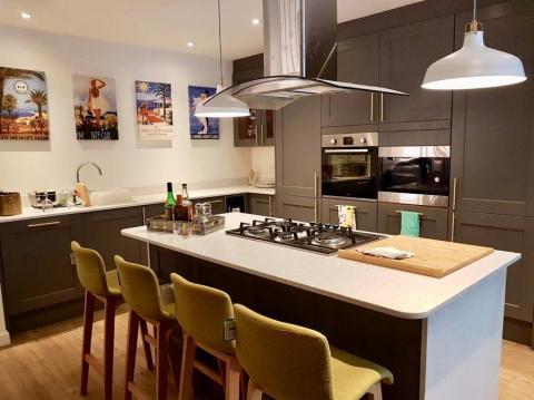 Three bedroom property to let, Coltbridge Gardens, Murrayfield