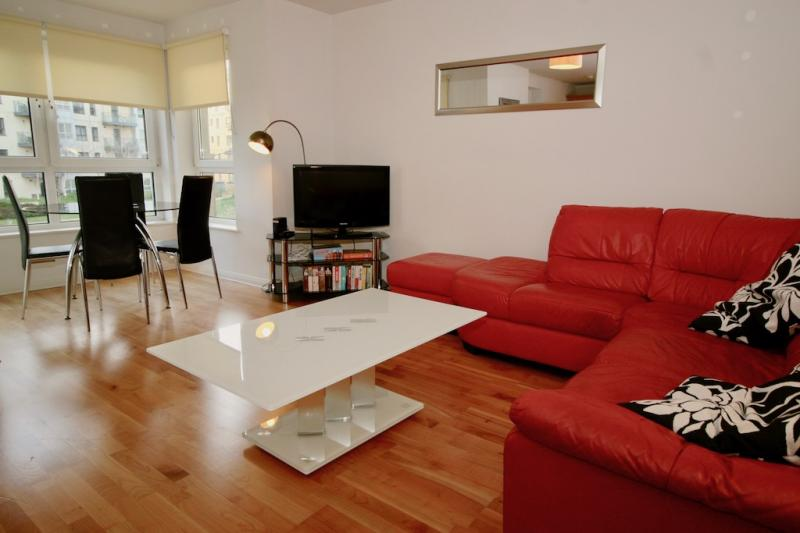 Two bedroom property to let, Portland Row, Leith