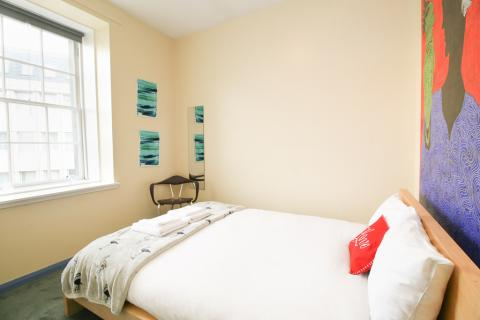 One bedroom property to let, Leith Street, City Centre