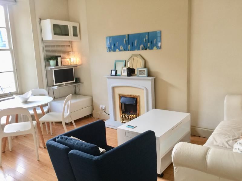 One bedroom property to let, St Stephen Place, Stockbridge