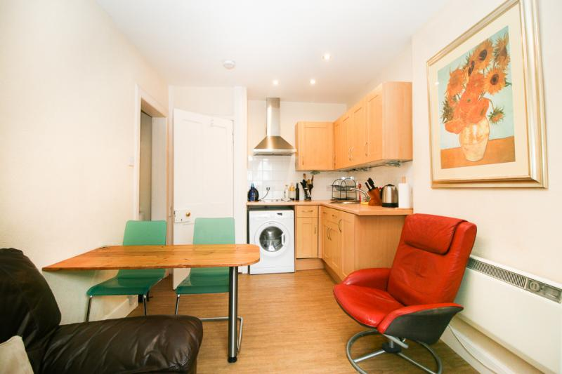 One bedroom property to let, Upper Bow, Old Town