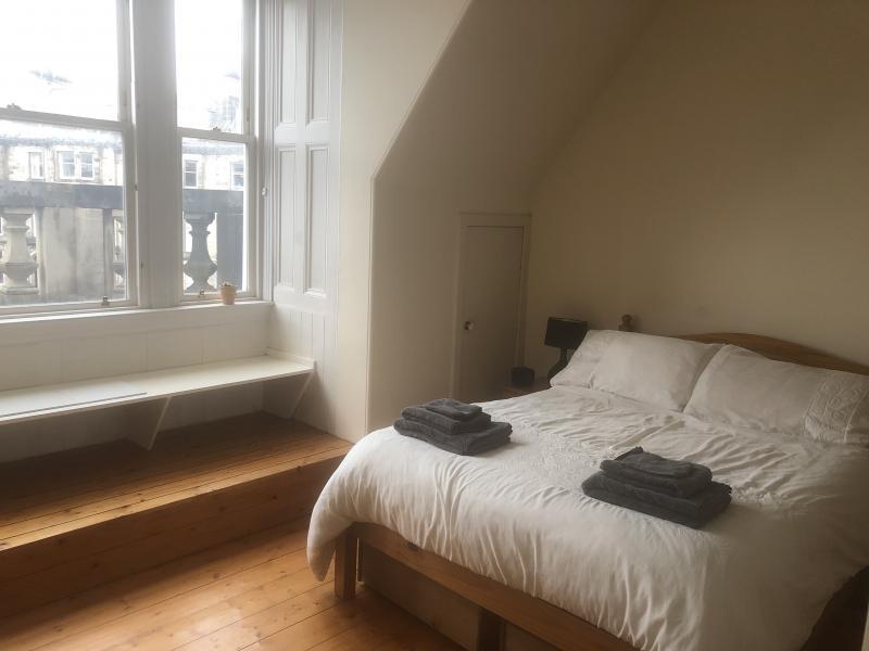Two bedroom property to let, Coates Gardens, Haymarket