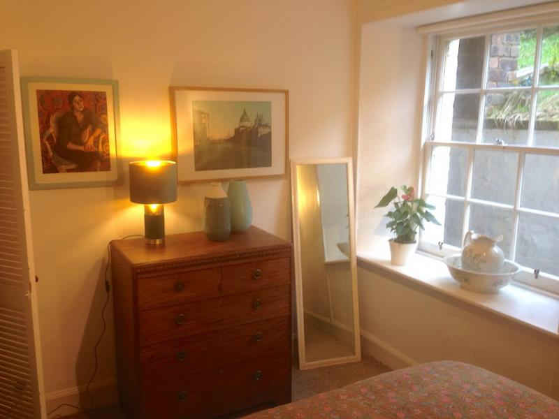 One bedroom property to let, Barony Street, New Town