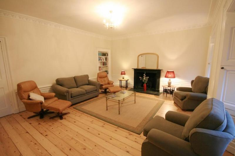 Three bedroom property to let, Great King St, New Town