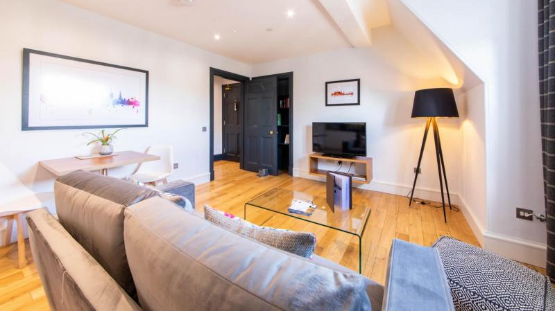 One bedroom property to let, North Bridge Lofts, Old Town