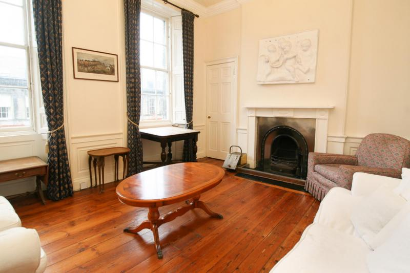 Two bedroom property to let, Broughton Place, New Town