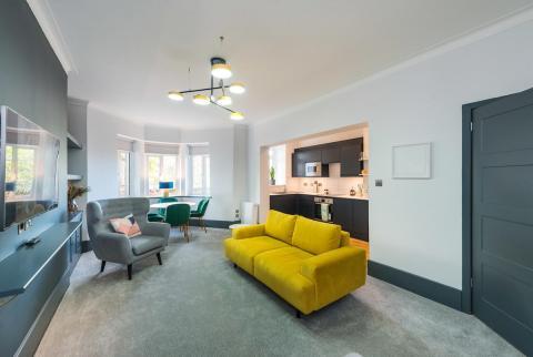 Three bedroom property to let, Learmonth Court, Stockbridge