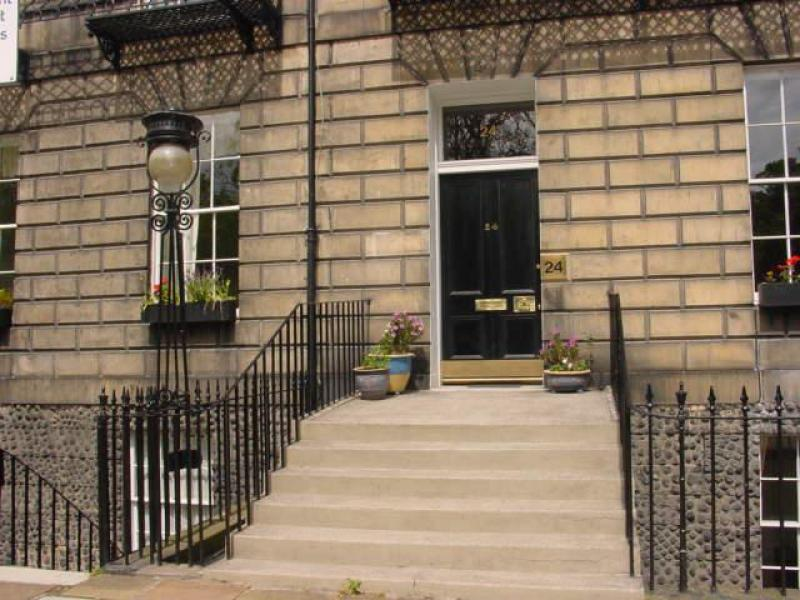 One bedroom property to let, Abercromby Place, New Town