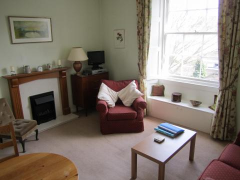 One bedroom property to let, Oxford Terrace, West End
