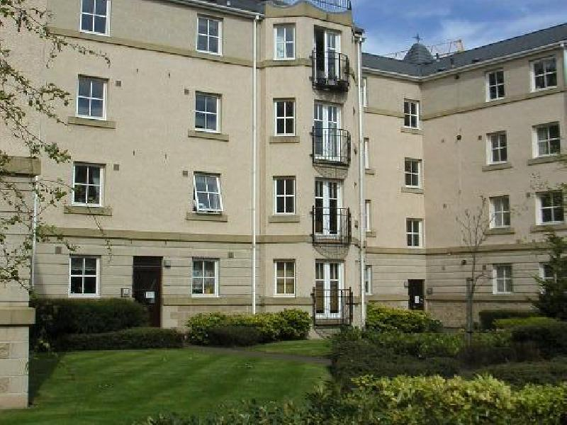 Two bedroom property to let, Huntingdon Place, New Town