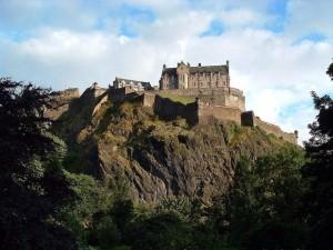 edinburgh-castle-1464504-640x480